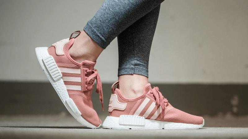 Những đôi giày thể thao thần thánh phối với mọi phong cách