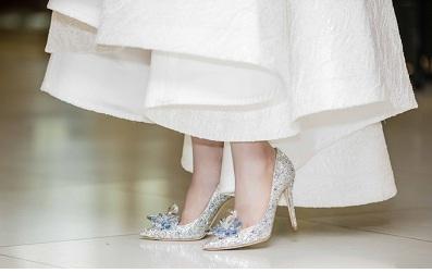 Á hậu Việt Nam 2014 Huyền My xinh đẹp trong bộ váy trắng và đôi giày 5.000 USD