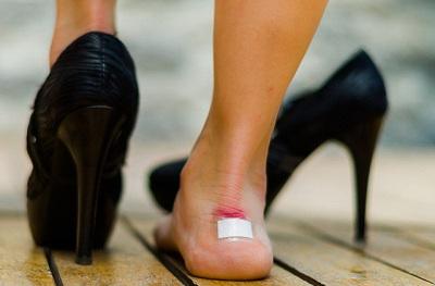 Bí quyết đi giày cao gót để không bị đau chân