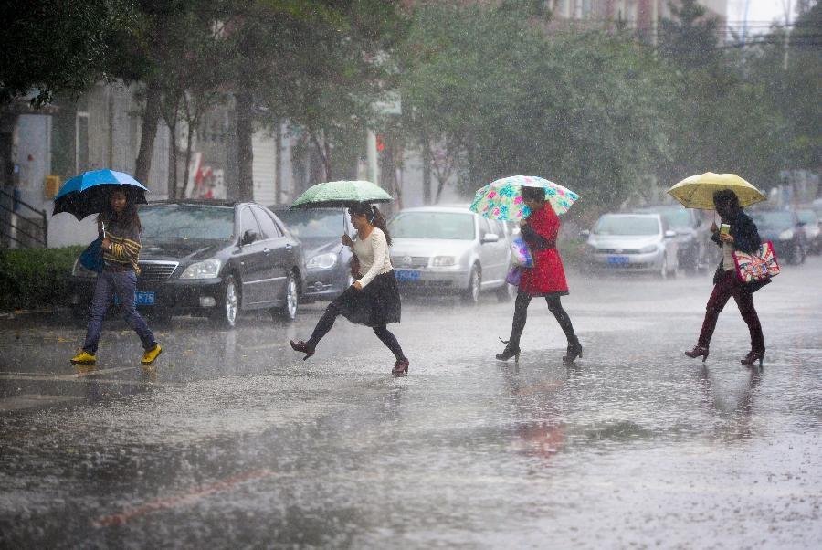 Cách bảo quản giày không bị ẩm mốc trong những ngày mưa phùn ẩm ướt
