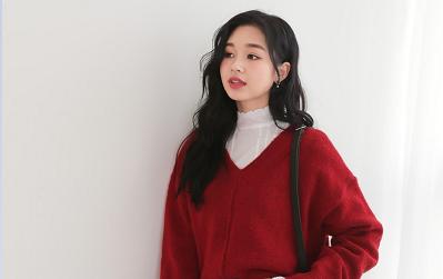 Công thức lên đồ với áo len đỏ tuyệt đẹp