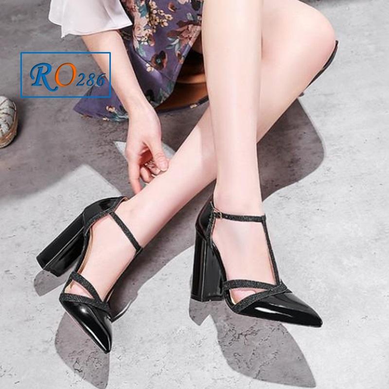 Giày xăng đan nữ RO286 màu Đen