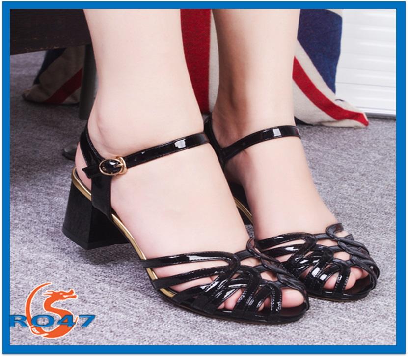 Giày xăng đan nữ RO47