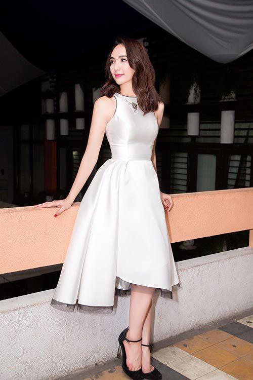 Hoa hậu Ngọc Diễm khoe đường cong với đầm gắn đuôi phồng
