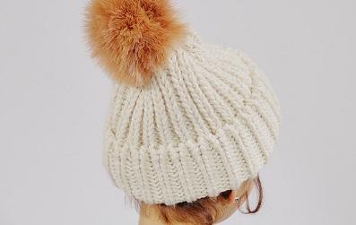 Một set đồ đúng điệu cuối năm nhất định phải có một chiếc mũ xinh xắn, điệu đà và ấm áp cho ngày cuối năm