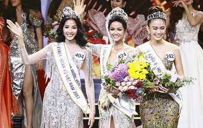 Nhìn lại hình ảnh của Top 3 Hoa hậu Hoàn vũ Việt Nam 2017 từ ngày mới nổi tiếng