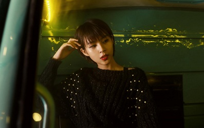 Phí Phương Anh đẹp ngất ngây trong bộ ảnh streetstyle cuối năm