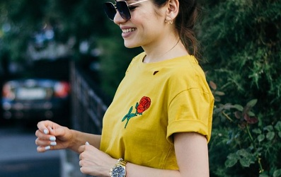 Sắc vàng mù tạt đang dần trở lại với sàn đấu thời trang đường phố 2018