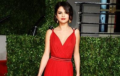 Selena Gomez từ một nàng công chúa Disney trở thành mỹ nhân gợi cảm...