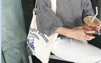 Sự trở lại đầy thuyết phục của những chiếc túi mà tưởng chừng đã bị bỏ quên ở quá khứ