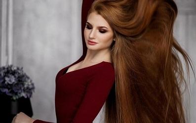 Từ một cô nàng có nguy cơ… bị hói, Anastasia Sidorova đã lấy lại được mái tóc dài óng ả đầy sức sống